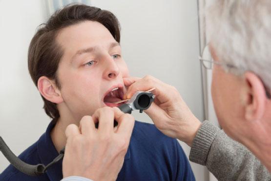 Ung thư vòm họng có thể gây ra chứng ho có đờm lẫn máu
