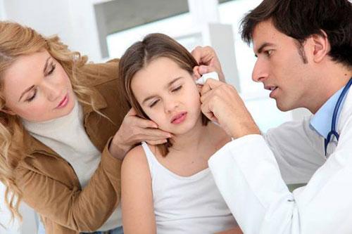Khi ráy tai quá to gây tình trạng tắc nghẽn