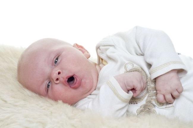 Trẻ sơ sinh bị ho về đêm phải làm sao ?